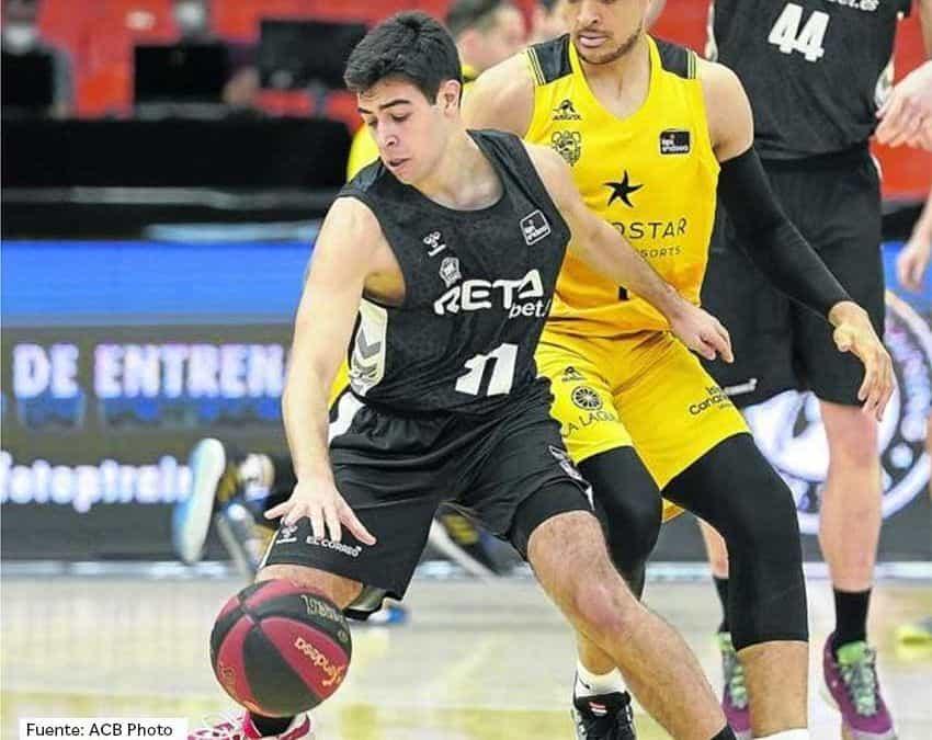 El antiguo alumno Miguel Ruiz, en la élite del baloncesto nacional
